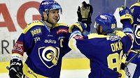 Zleva Ondřej Veselý a Zdeněk Okál ze Zlína se radují z gólu.