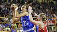 Basketbalistky ZVVZ USK Praha získaly pod koš téměř dvoumetrovou posilu. S českými mistryněmi se na smlouvě dohodla chorvatská pivotka Marija Režanová.
