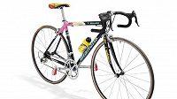 Bicykl zesnulé italské cyklistické legendy Marca Pantaniho.