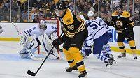Jaromír Jágr v dresu Bostonu v památné bitvě v play off NHL 2013 proti Torontu.