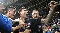 Bezprostřední radost chorvatských hráčů v čele s Mariem Mandžukičem po druhé a zároveň rozhodující brance v semifinále MS proti Anglii.