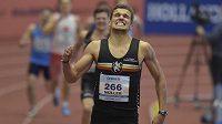 Vít Müller vítězí na halovém MČR v Ostravě v rozběhu na 400 metrů.
