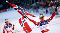 Norka Marit Björgenová se raduje z triumfu ve sprintu na MS ve Falunu.