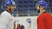 Jaromír Jágr (vlevo) a Michal Vondrka na tréninku hokejové reprezentace.