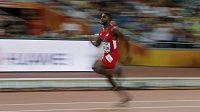 Americký sprinter Justin Gatlin v rozběhu sprintu na 100 m na atletickém MS v Pekingu.
