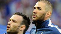 Francouzský útočník Karim Benzema (vpravo) údajně vydíral svého reprezentačního spoluhráče Mathieua Valbuenu.