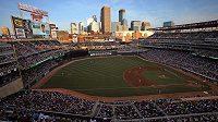 Stadion Minnesoty Twins během utkání baseballové MLB proti New Yorku Yankees.