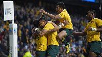 Australští ragbisté se radují z položení pětky v semifinálovém duelu MS proti Argentině.