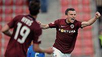 Útočník Sparty Praha David Lafata oslavuje první gól do sítě Mladé Boleslavi.