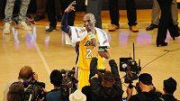 Kobe Bryant se rozloučil s basketbalem v hollywoodském stylu.