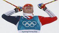 Překvapivý olympijský vítěz závodu ve skiatlonu - Simen Hegstad Krüger z Norska.
