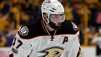 Ryan Kesler, protagonista kontroverzního videoklipu klubu Anaheim Ducks, který v zámoří vzbudil pohoršení.