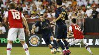 Velšský útočník Gareth Bale (s míčem) v utkání proti Arsenelu.