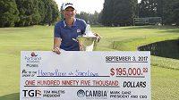 Americká golfistka Stacy Lewisová po nedělním triumfu na turnaji LPGA v Portlandu věnovala vítěznou prémii 195 000 dolarů (4,8 miliónu korun) obětem povodní v Houstonu.