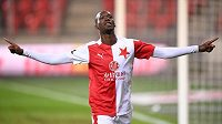 Hvězda Slavie Abdallah Sima slaví další gól.