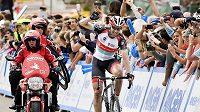 Německý cyklista Jens Voigt se raduje z vítězství v 5. etapě Kolem Kalifornie.