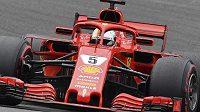 Ferrari Sebastiana Vettela. Skrývá snad triky, jak tvrdí Lewis Hamilton...?