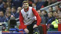 Steven Gerrard z Liverpoolu před střetnutím se Stoke City.