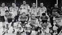 Olympijský tým z roku 1948 ve Svatém Mořici - Vladimír Kobranov je v dolní řadě druhý zprava.