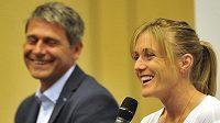 Překážkářka Sally Pearsonová a ředitel atletického mítinku Zlatá tretra Jan Železný.
