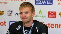 Skifař Ondřej Synek po příletu z mistrovství světa ve veslování.