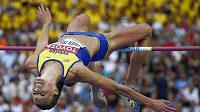 Švédská výškařka Emma Greenová-Tregarová si musela přelakovat duhové nehty.