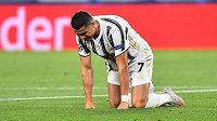 Hvězda Juventusu na kolenou...