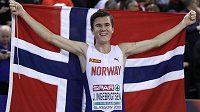 Nor Jakob Ingebrigtsen po triumfu na 3000 metrů na HME v Glasgow.
