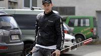 Útočník Michal Bulíř přichází na sraz hokejové reprezentace.