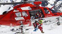 Němku Marii Höflovou-Rieschovou musel z trati odvézt vrtulník.