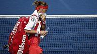 Lucie Šafářová opouští kurt US Open, kde skončila už v 1. kole.