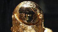 Světový pohár FIFA byl před startem MS vystaven v Moskvě.