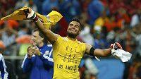 Sergio Romero slaví, v penaltové loterii vychytal nizozemské střelce a zajistil Argentině postup do finále MS.