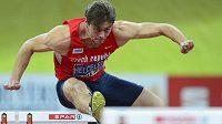 Adam Sebastian Helcelet na trati 60 m překážek.