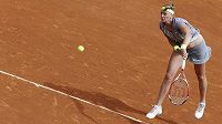 Česká tenistka Petra Kvitová v utkání proti Francouzce Aravane Rezaiové.