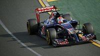 Rus Daniil Kvjat ze stáje Toro Rosso na trati v Melbourne.