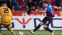 Plzeňský útočník Aidin Mahmutovič střílí vítězný gól proti Liberci.
