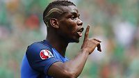 Francouzský reprezentační záložník Paul Pogba má z Turína údajně namířeno na Old Trafford.