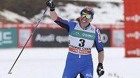 Justyna Kowalczyková se raduje z vítězství ve skiatlonu v korejském Pchjončangu.