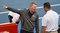 Kapitán amerických tenistů Jim Courier během daviscupového utkání v Austrálii.