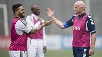 Nový prezident FIFA Gianni Infantino (vpravo) a italský mistr světa z roku 2006 Fabio Cannavaro.