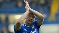 John Terry bude hrát za Chelsea i v příští sezóně.