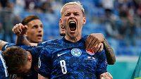 Euforie. Slovenský reprezentant Ondřej Duda slaví poté, co Milan Škriniar rozhodl zápas EURO proti Polsku.