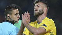 Ukrajinský fotbalista Andrij Jarmolenko, který v nedávných zápasech Ligy národů trápil českou reprezentaci, si v sobotním utkání anglické ligy s Tottenhamem přetrhl Achillovu šlachu.