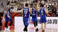 Radost v podání českých basketbalistů. Po výhře nad Polskem mají Češi jistotu, že si na mistrovství světa zahrají o konečné páté místo.