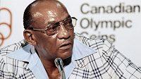 Legendární americký atlet Jesse Owens na tiskové konferenci při olympijských hrách v Mnichově v roce 1972.