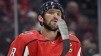 Kapitán hokejového Washingtonu Capitals Alex Ovečkin nastřílel další hattrick a vystřídal Davida Pastrňáka v čele žebříčku střelců tohoto ročníku NHL.