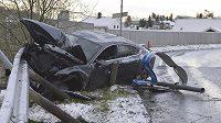 Vrak vozu, se kterým naboural norský lyžař Petter Northug.