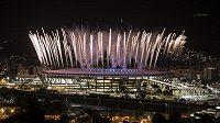 Ohňostroj nad stadiónem Maracaná ze zkoušky zpřed několika dní. Oficiální zahájení olympiády začne v sobotu v 1:00 ráno.