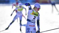 Švédka Stina Nilssonová se raduje z vítězství ve sprintu.